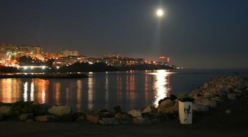 Vollmond über dem Mittelmeer