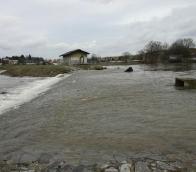 überfluteter Damm